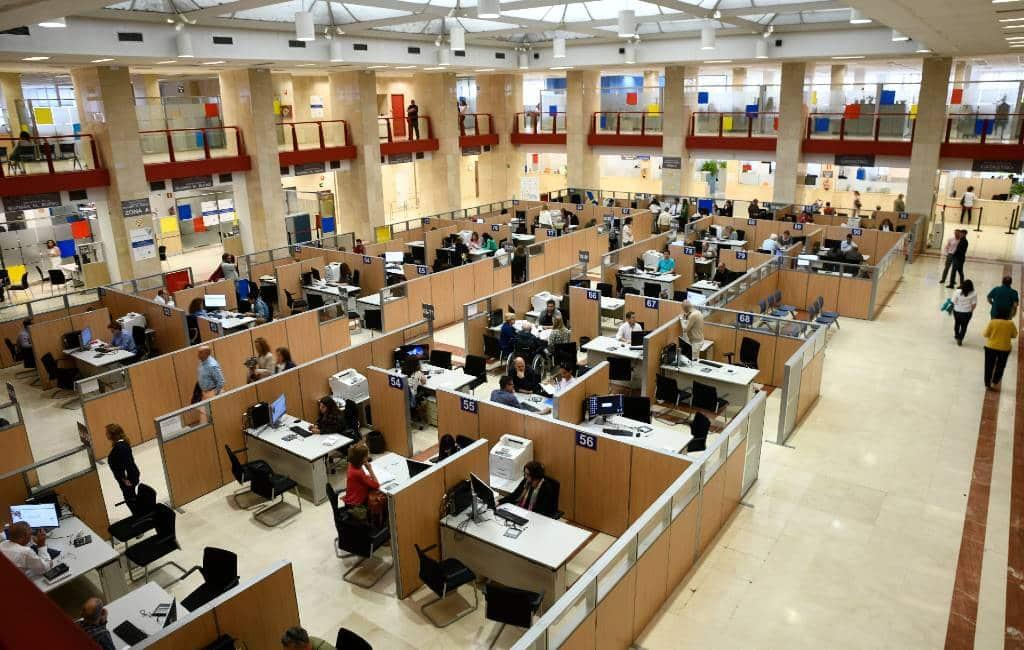 Spaanse ambtenaren menen dat thuiswerken door moet gaan