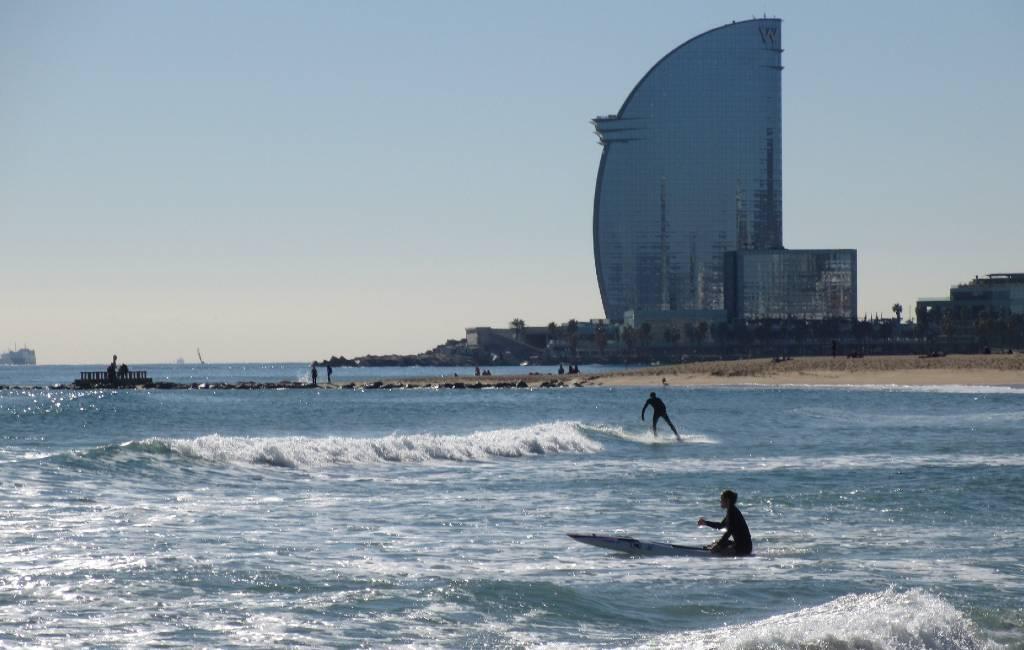 Stranden Barcelona geopend maar alleen om 's morgens te sporten