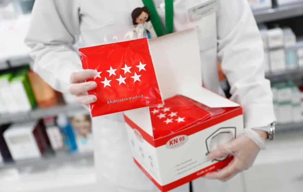 Alle Madrilenen kunnen gratis mondkapjes bij de apotheek halen