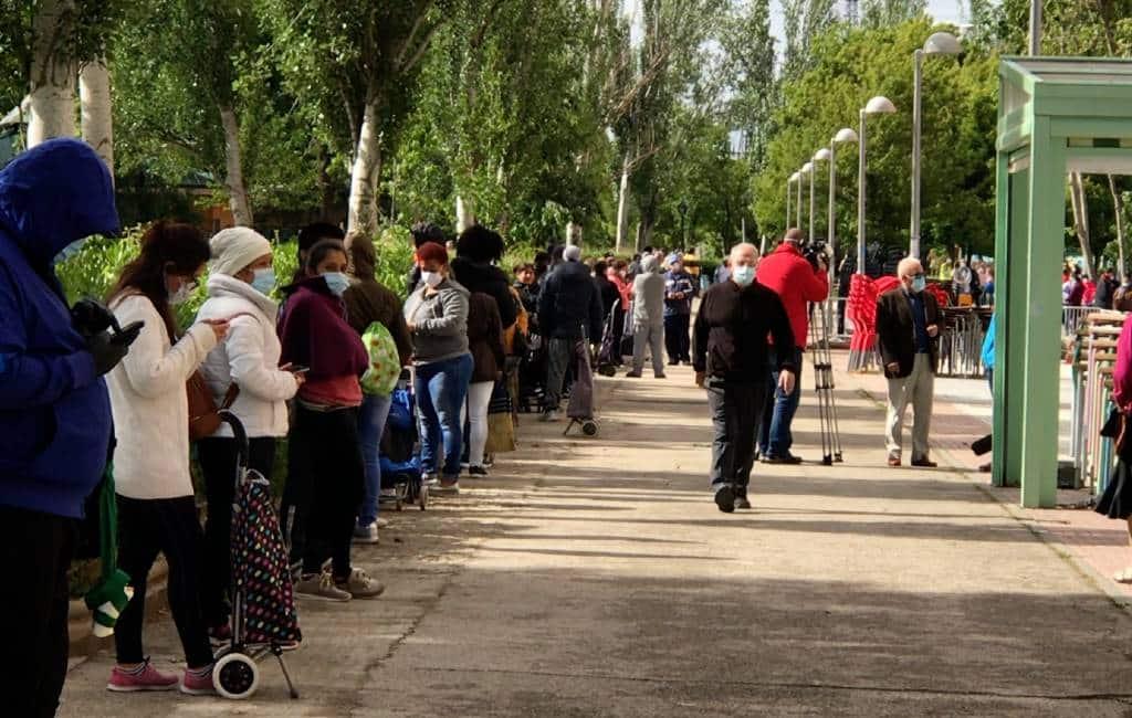 Rijen wachtende mensen bij voedselbanken Spanje steeds langer