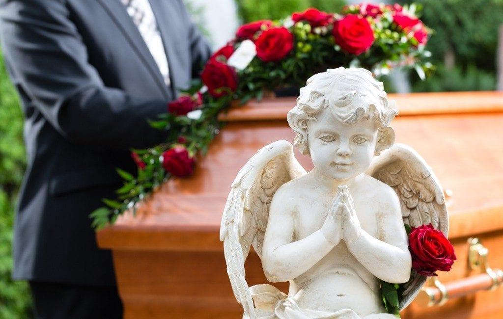 Begrafenisondernemers Spanje zeggen dat er 43.985 corona-doden zijn