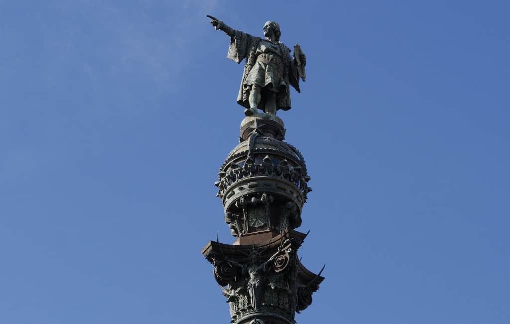 Heibel rondom het beeld van Columbus in Barcelona
