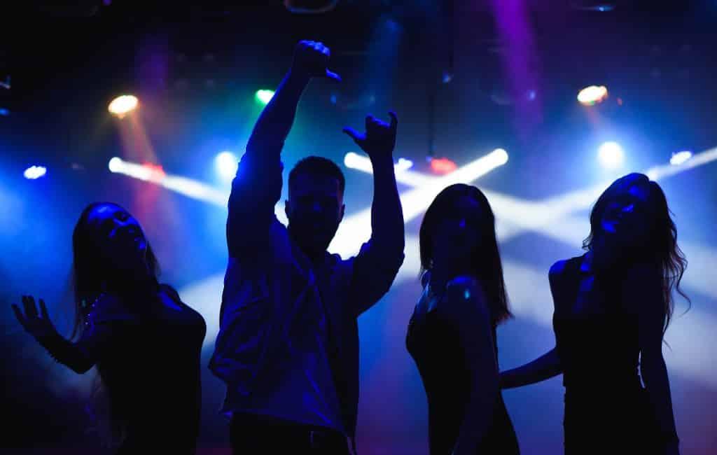 Spaanse discotheken mogen in fase 3 open maar zonder te dansen