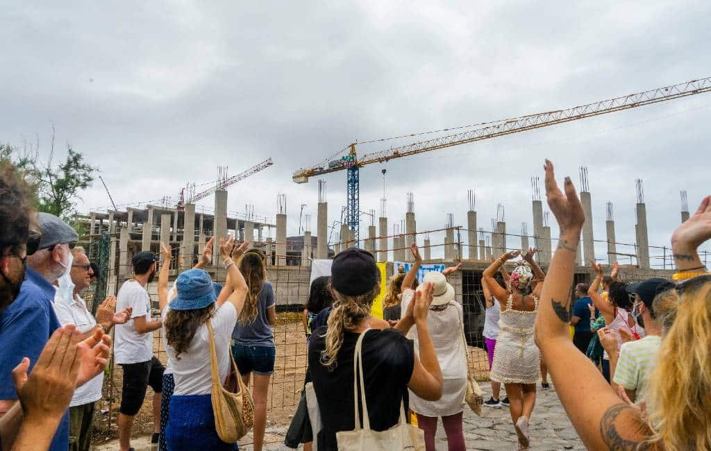 Activisten protesteren tegen bouw hotel op laatste maagdelijke strand Tenerife