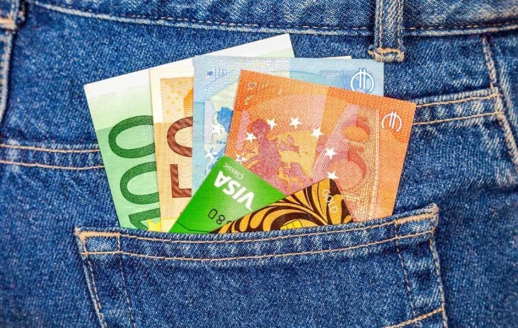 Voor het eerste meer betalingen met bankpas dan met contant geld in Spanje
