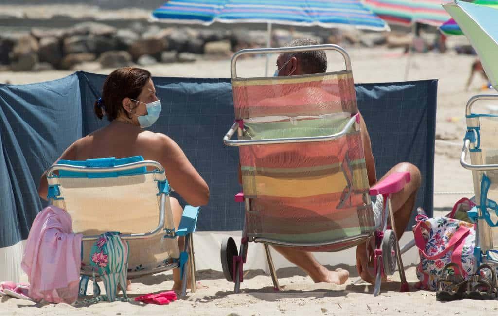 Het hoe en wat van mondkapjes op de stranden in Spanje