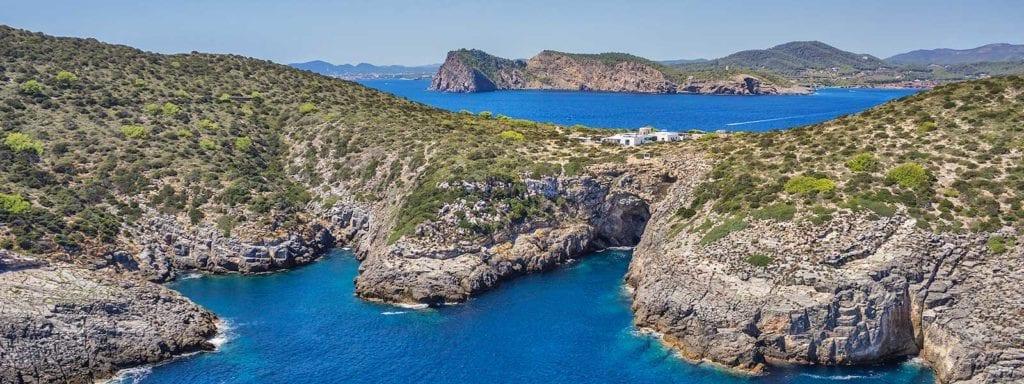Eiland met luxe woning voor de kust van Ibiza te koop
