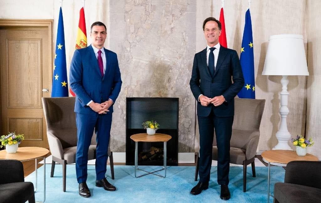 Spaanse premier Sánchez heeft onderonsje met Rutte