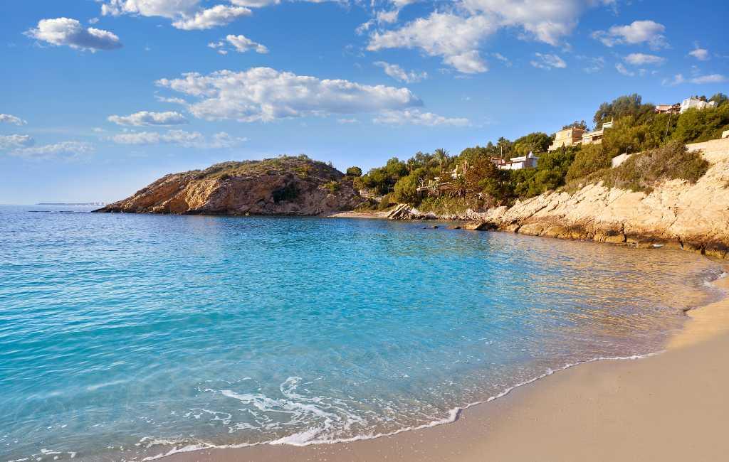 Geen zin in overvolle stranden aan de Costa Blanca?
