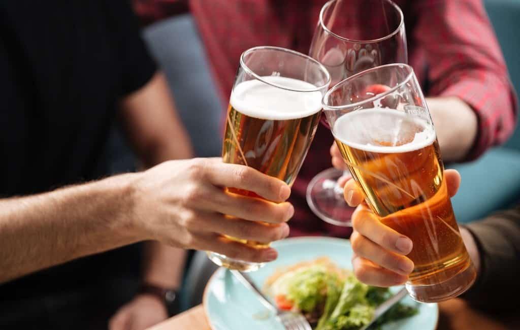 Een op de acht Spanjaarden drinkt bier waarvan de helft regelmatig