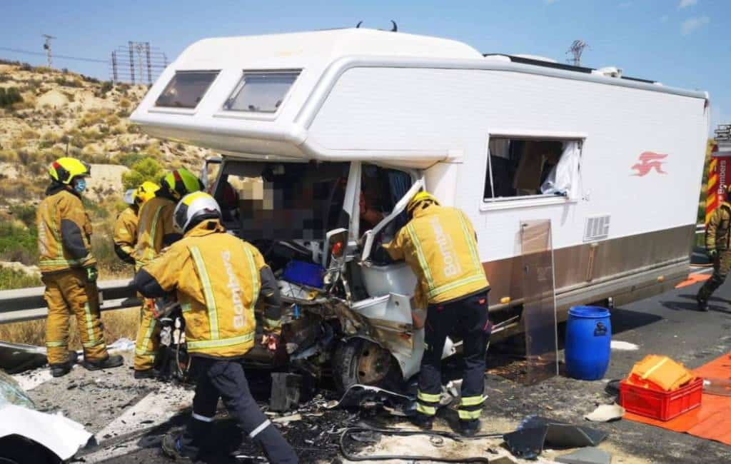 Twee doden en drie gewonden bij frontale botsing camper in El Campello