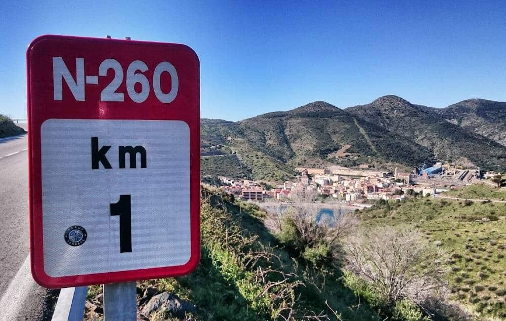 Autoroute over de N-260 door de Spaanse Pyreneeën van oost naar west Spanje
