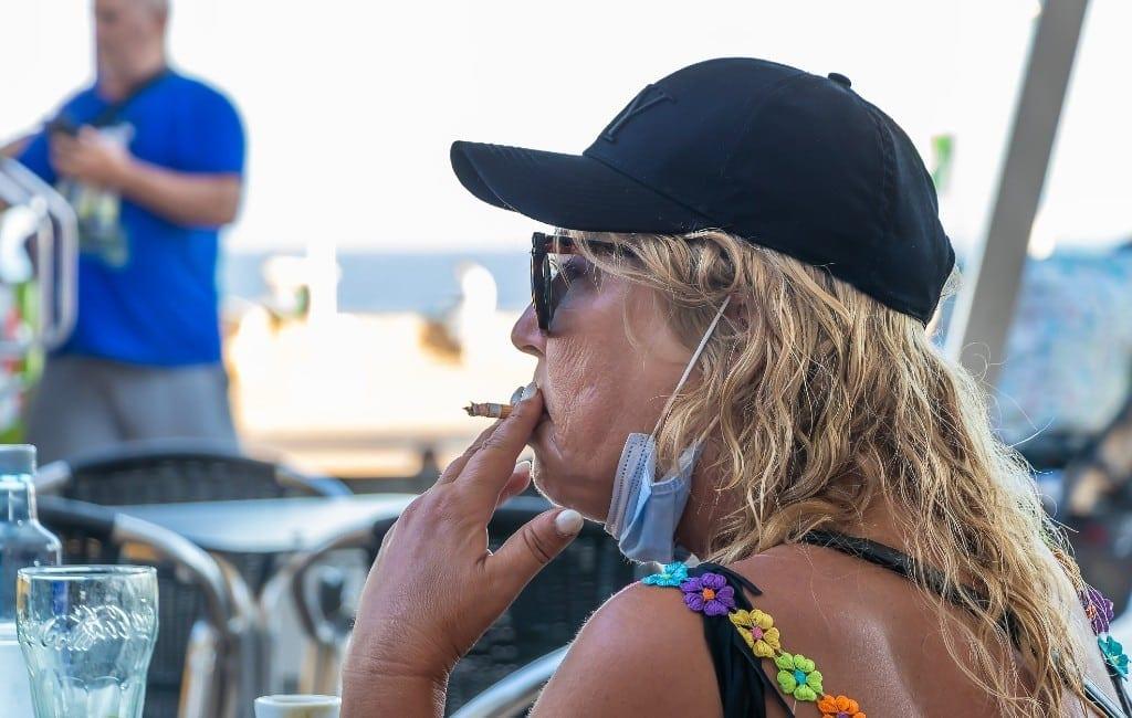 Roken verboden als de anderhalve meter niet mogelijk is in Galicië
