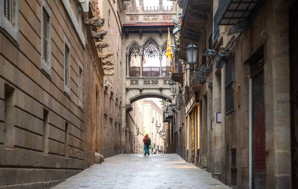 Waarom wordt Barcelona ook wel 'ciudad condal' genoemd?