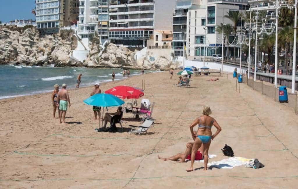 Benidorm handhaaft percelen op stranden maar stopt met controles