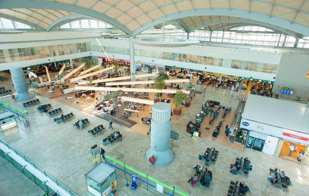 Buitenlanders met vakantiewoningen houden vliegveld Alicante in leven