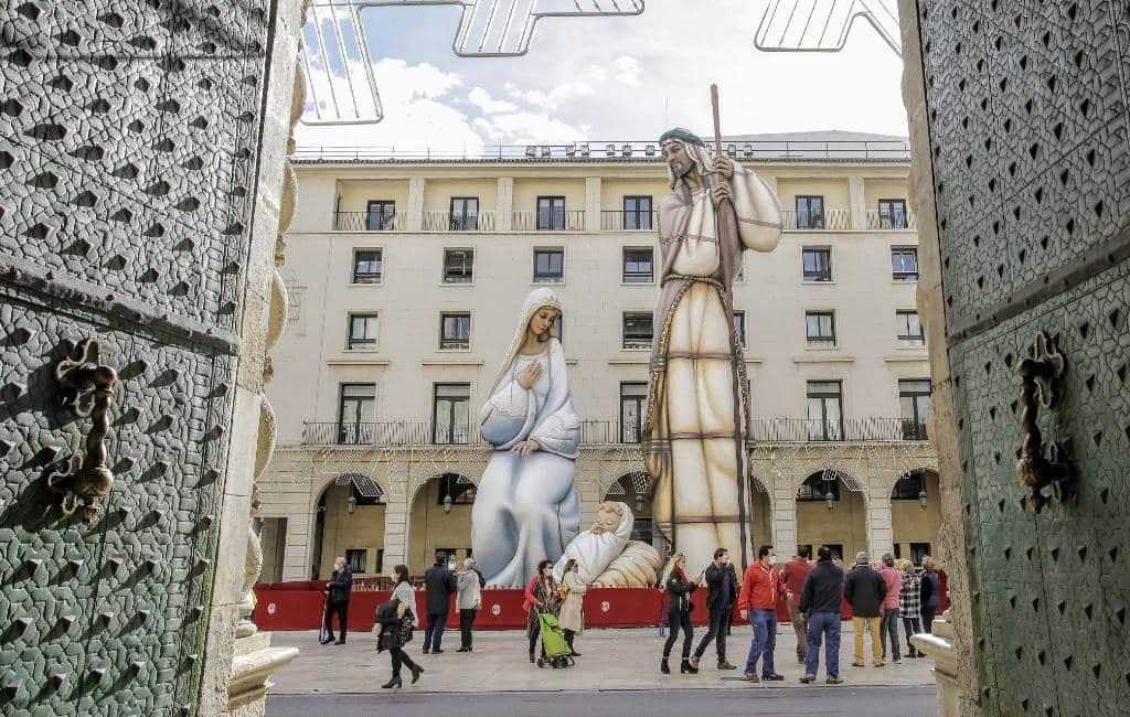 Alicante heeft Guinness record kerststal figuren van 18 meter hoog