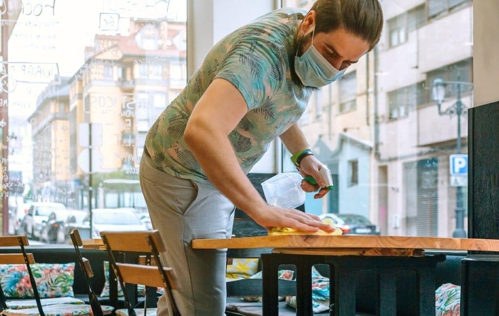 Regering komt met steunplan voor horeca, toerisme en winkels in Spanje