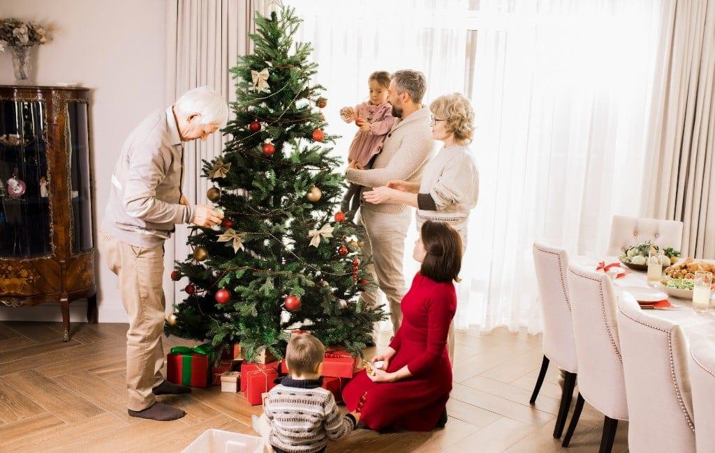 De traditie van het kerstboom plaatsen op 8 december in Spanje