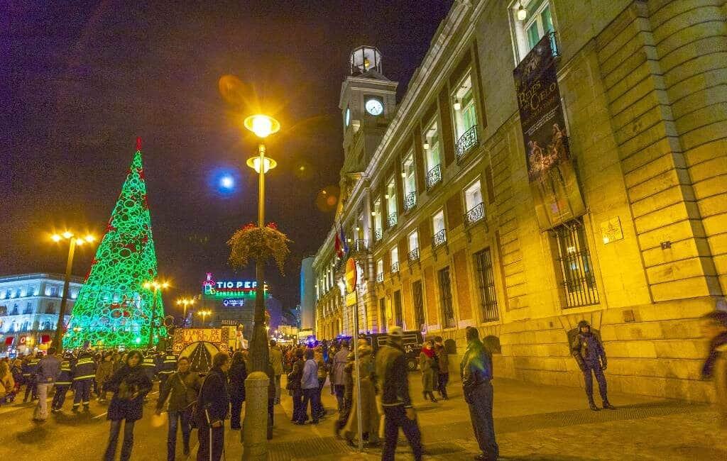 Geen 12 druiven eten met jaarwisseling op Puerta del Sol-plein in Madrid