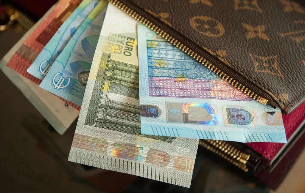 Gesprekken over minimumsalaris van 1.000 euro gestart in Spanje