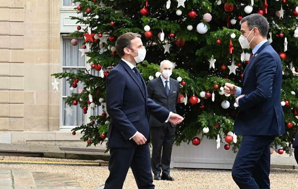 Premier Spanje in quarantaine vanwege corona-geïnfecteerde Franse president