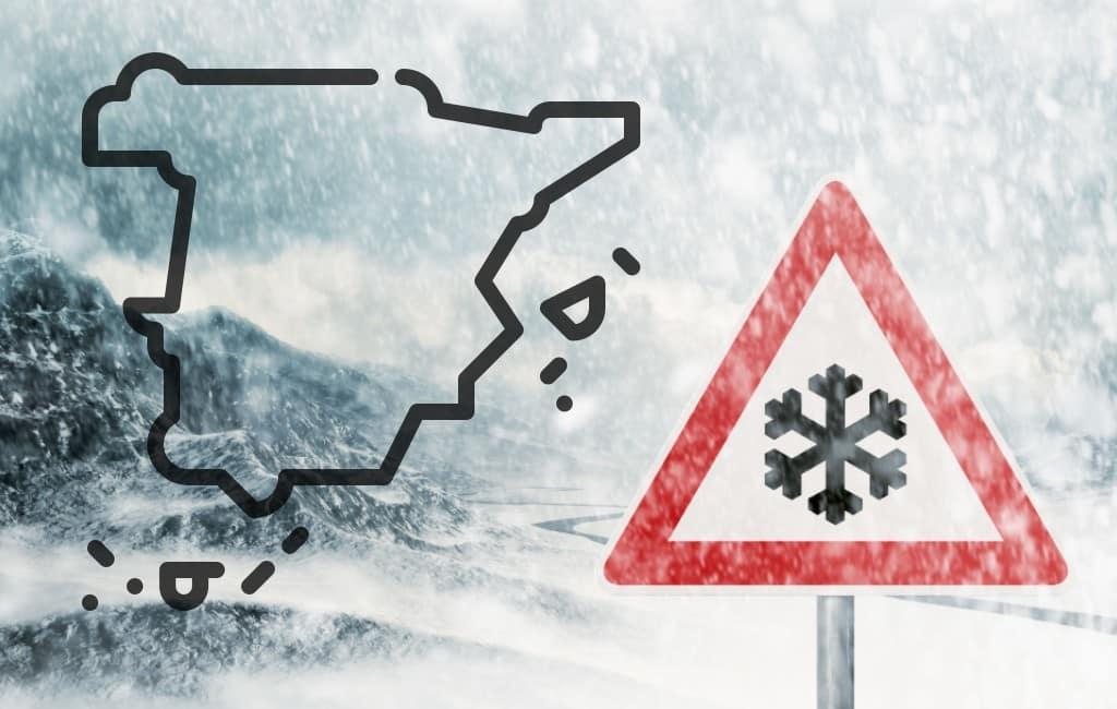 Storm Dora raast over Spanje met sneeuw, wind en ruwe zee