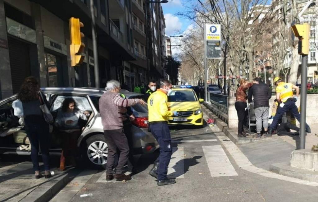 Acht gewonden nadat vrouw macht over haar auto verliest in Reus