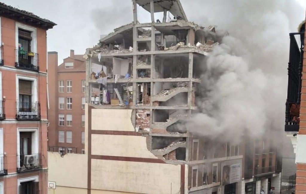 Enorme explosie vernietigt gebouw in centrum Madrid