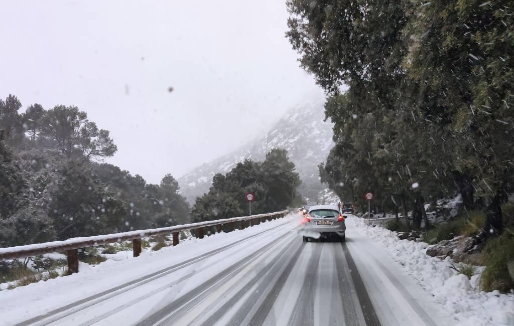 Sneeuwkoorts op Mallorca en pingpong-hagel op Ibiza