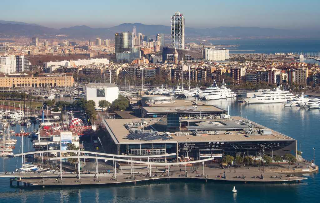 De onzekere toekomst van het winkelcentrum Maremagnum in Barcelona