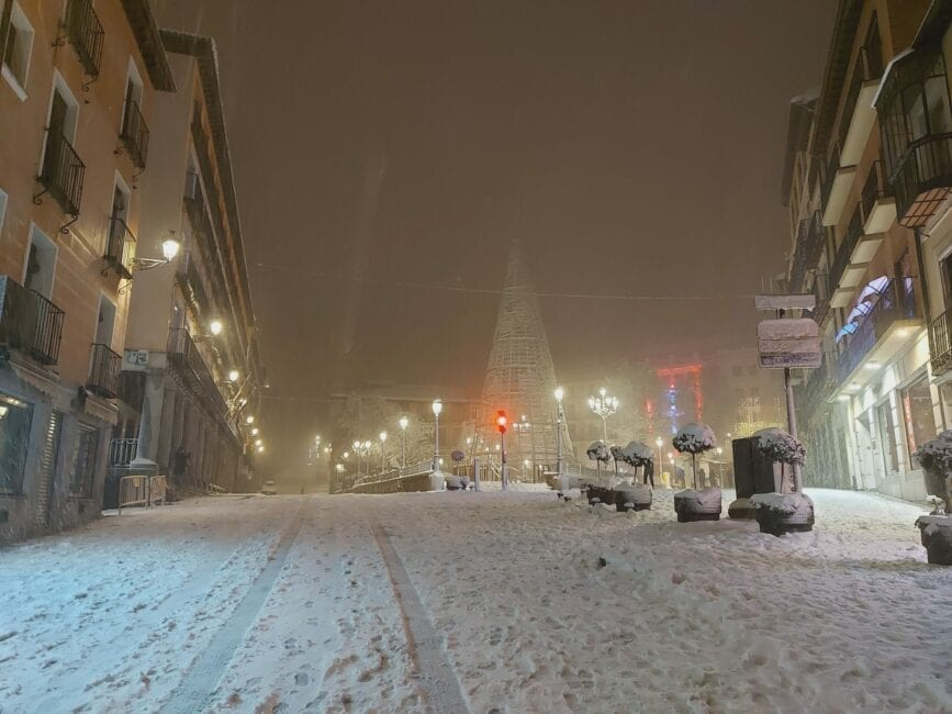 Sneeuw zorgt voor chaos in de Spaanse hoofdstad Madrid