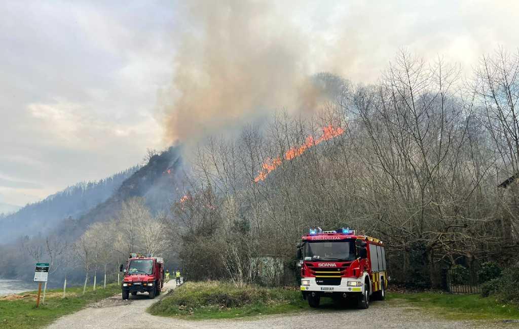 Grote bosbrand in Navarra slaat over naar Baskenland en Frankrijk