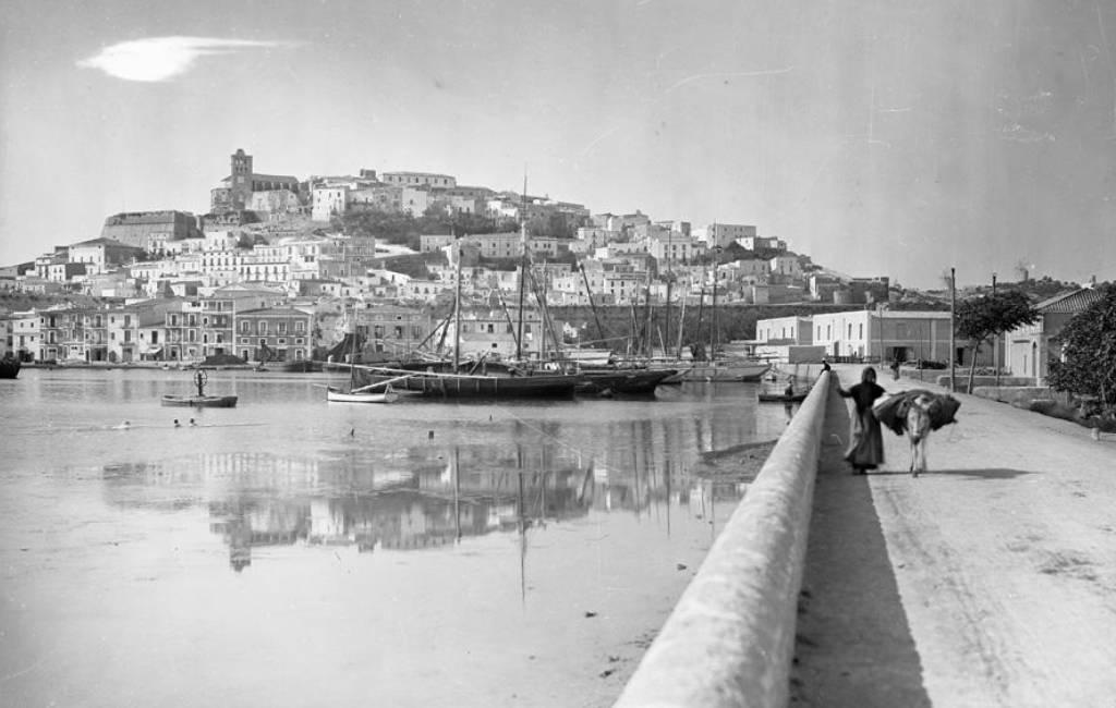 Geniet van foto's van het oude Ibiza