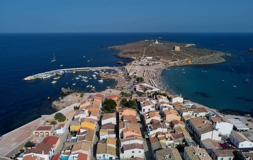 Bewoners Tabarca eiland in Alicante ontvangen 10.000 euro om te schilderen