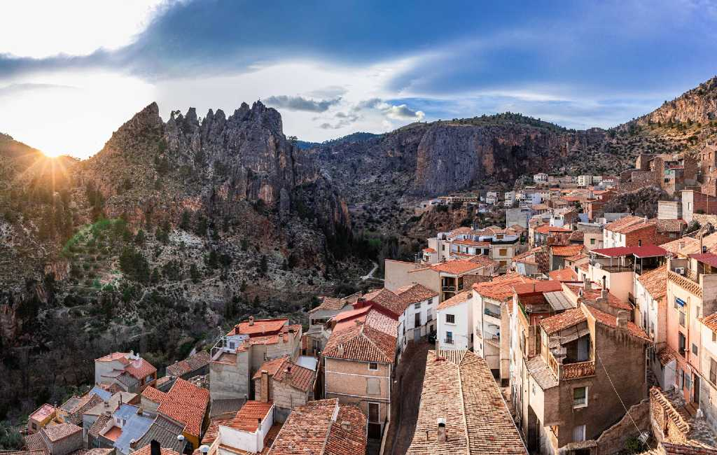 Gratis woning en een baan in het 'lege Spanje' om als dorp te overleven