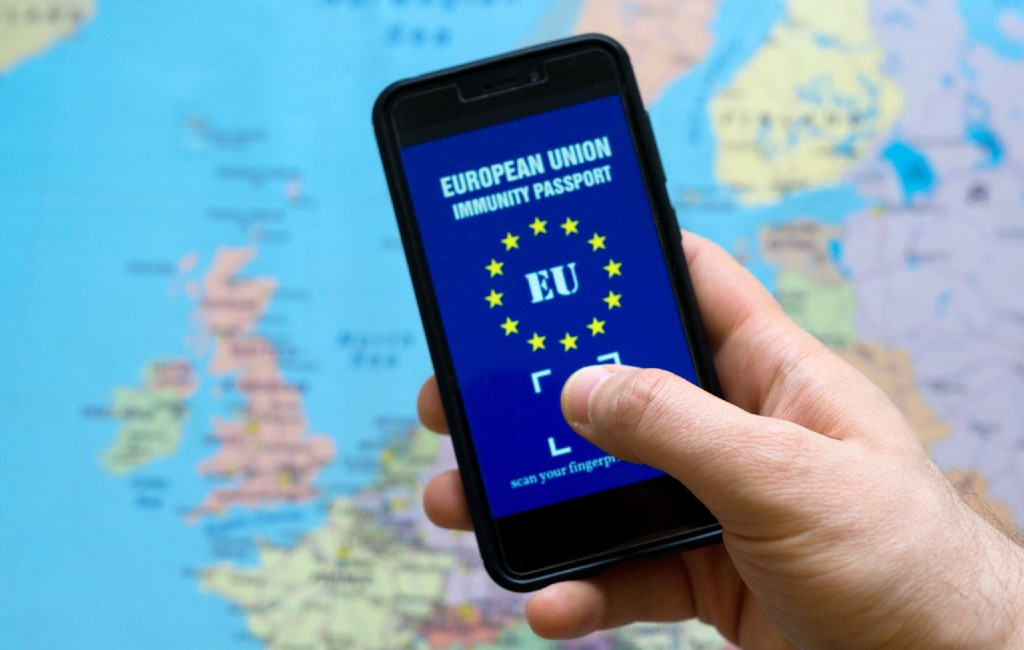 Europese Commissie wil met corona-certificaat zomervakantie weer mogelijk maken