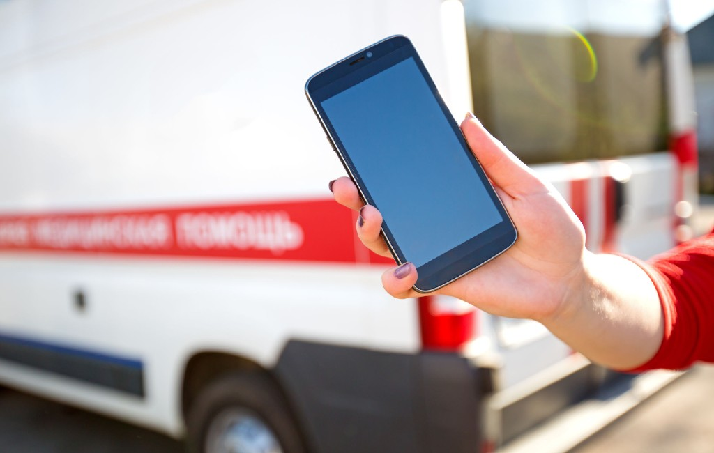 Wordt het ICE- of noodnummer op de smartphone ook gebruikt in Spanje?