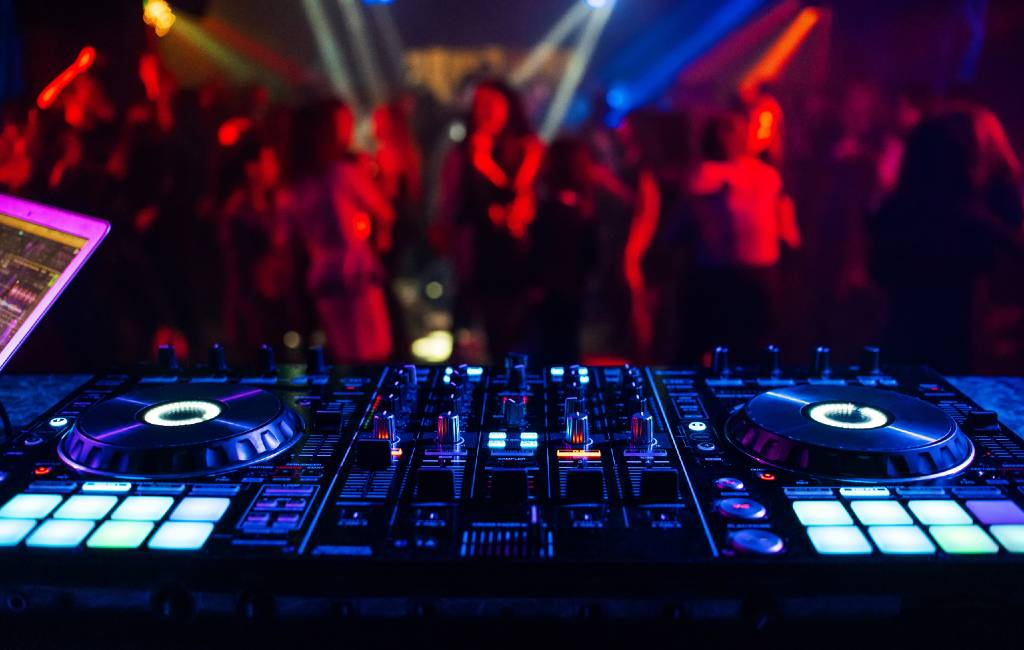 Wordt het discotheek bezoek op Ibiza alleen mogelijk met een corona-certificaat?