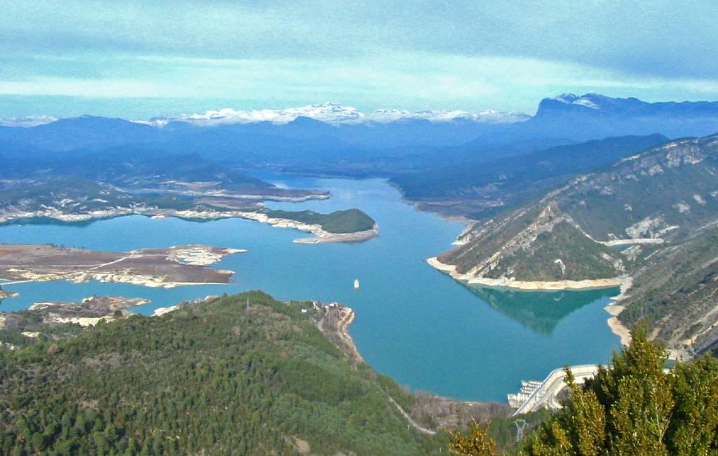 Plannen voor drijvende zonneparken in stuwmeer Mediano niet goed ontvangen in Huesca