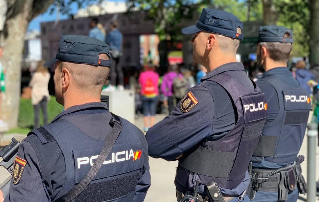 Politieagenten Spanje mogen niet in uniform op TikTok, Tinder, Instagram en andere social media