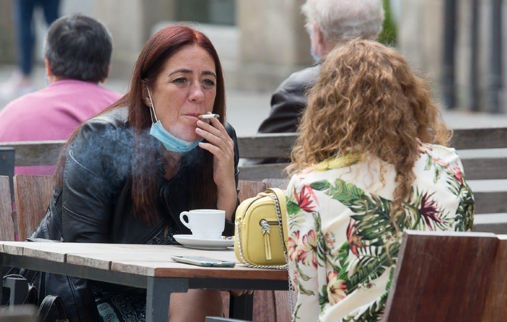 Krijgt Spanje een landelijk rookverbod op terrassen vanwege besmettingsgevaar?
