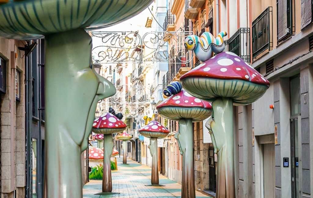 De 'paddenstoelen' straat in Alicante is erg populair in het buitenland