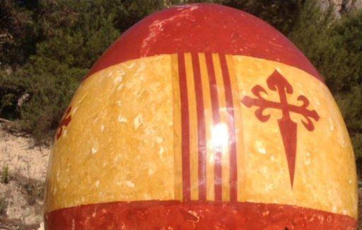 Belgische kunstenaar maakt ei van 5,4 meter aan de Costa Blanca