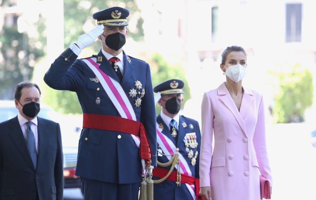 Spaanse Koning in vaccinatiecentrum Madrid gevaccineerd tegen corona