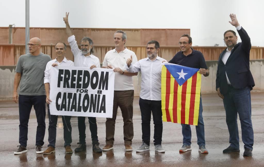 Catalaanse politici na gratie van Spaanse regering op vrije voeten gesteld