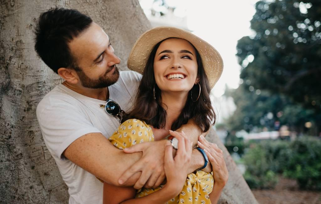 Een romantisch portret van de Spanjaarden: nee aan de polyamorie en ja aan de relaties voor het leven