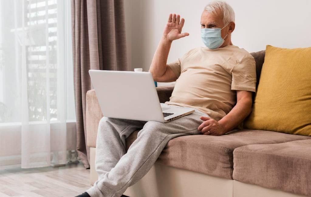 Pandemie zorgt voor minder opa's en oma's die in Spanje op kleinkinderen passen