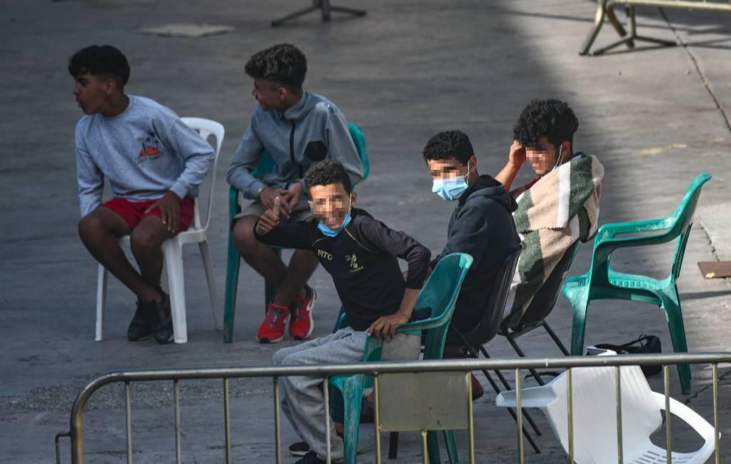 Spaanse enclave Ceuta biedt nog steeds onderdak aan 1.100 jongeren die de stad binnen drongen
