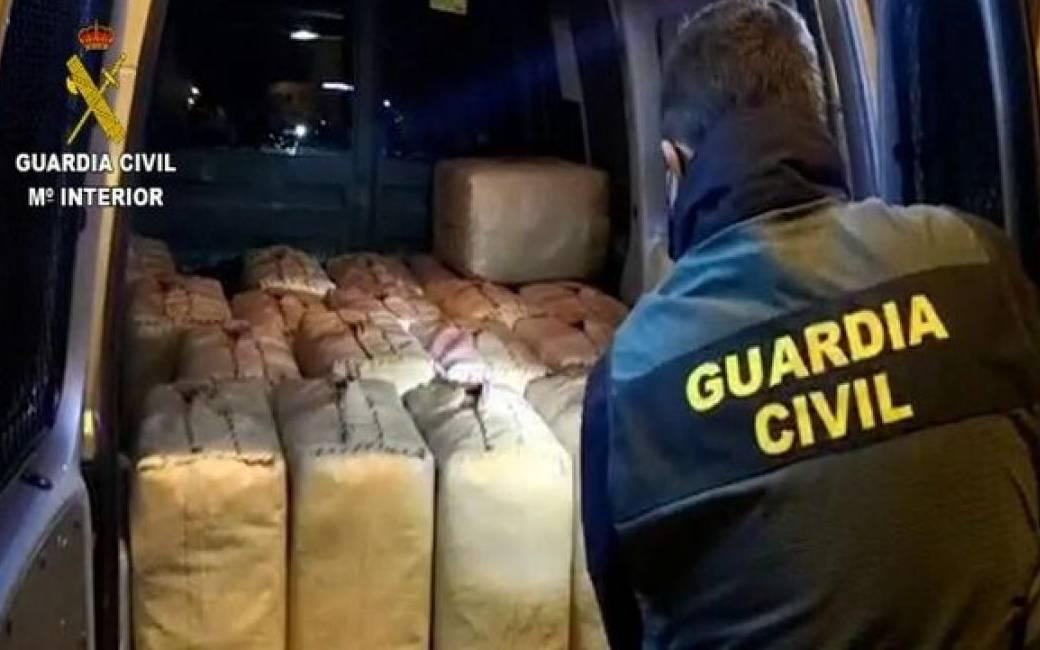 26 personen aangehouden met 3.362 kilogram hasj aan de kust van Málaga